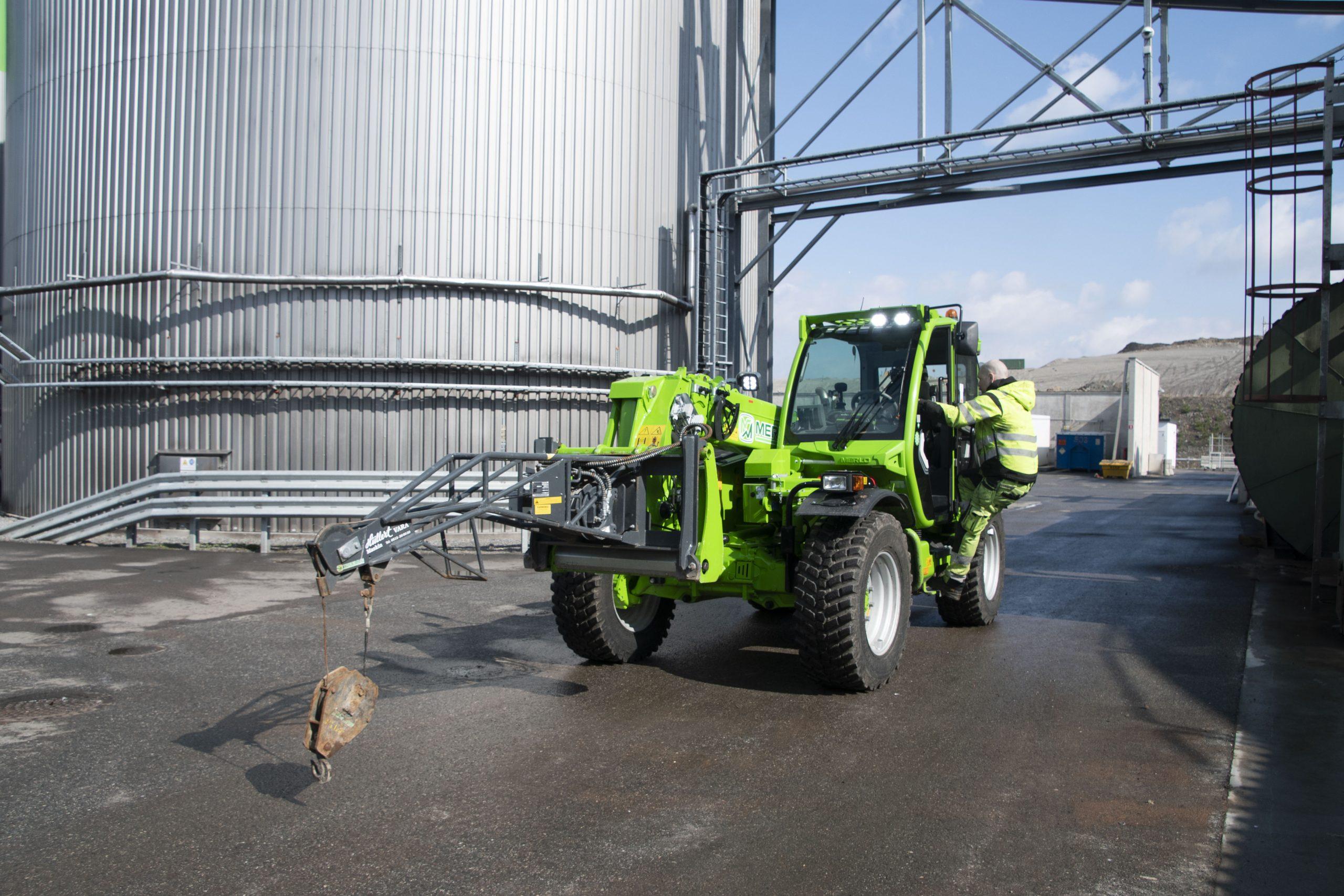 på_biogasanläggningen_krävs_en_mångsidig_maskin_1