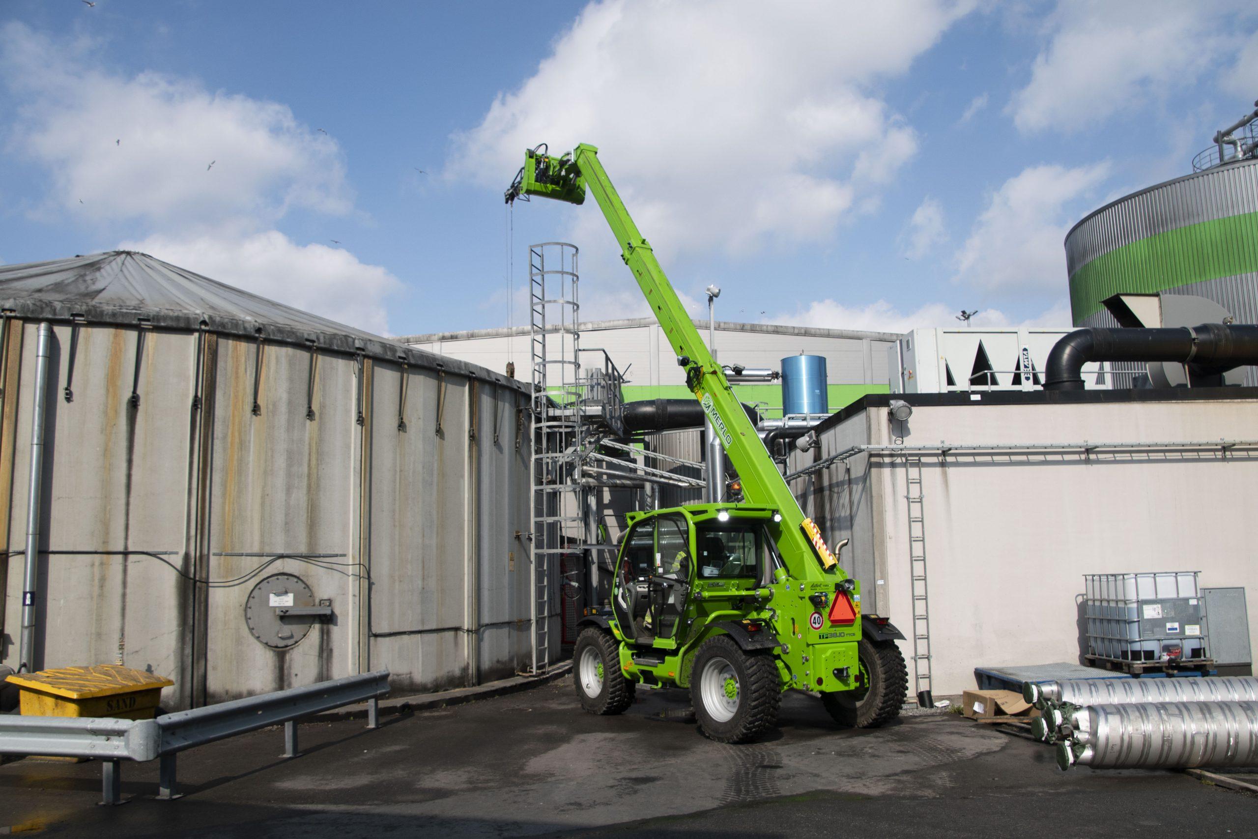 på_biogasanläggningen_krävs_en_mångsidig_maskin_2
